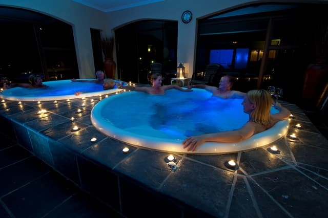Vasnat Naturist Spa Resort, Jacuzzi