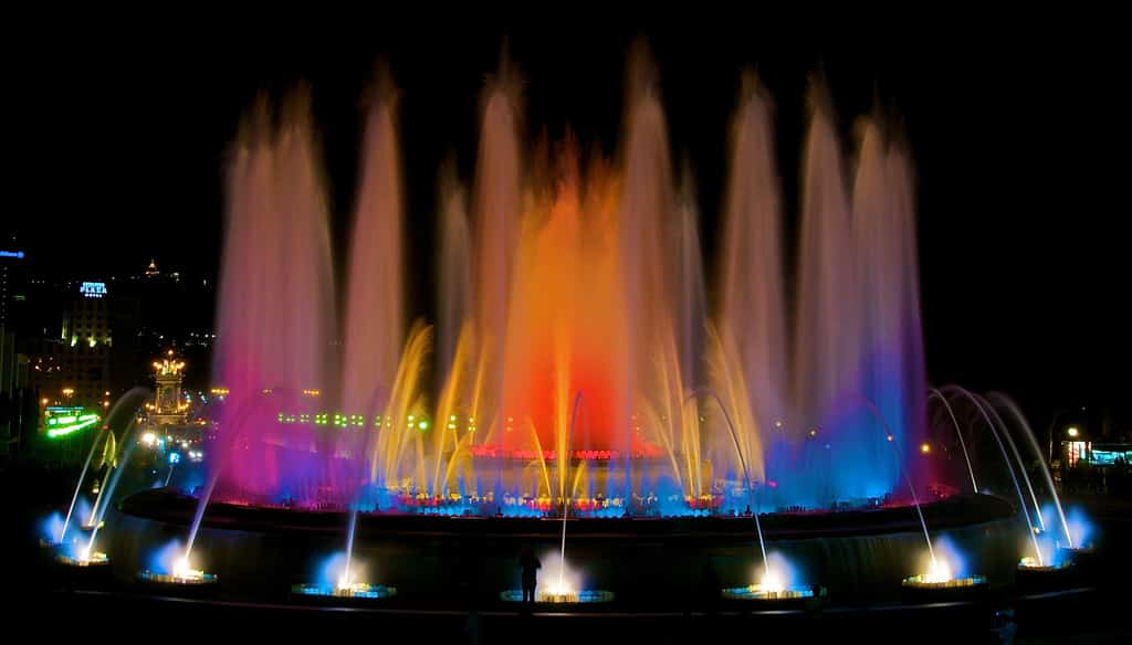 10 best Barcelona attractions - The magic fountain of Montjuic