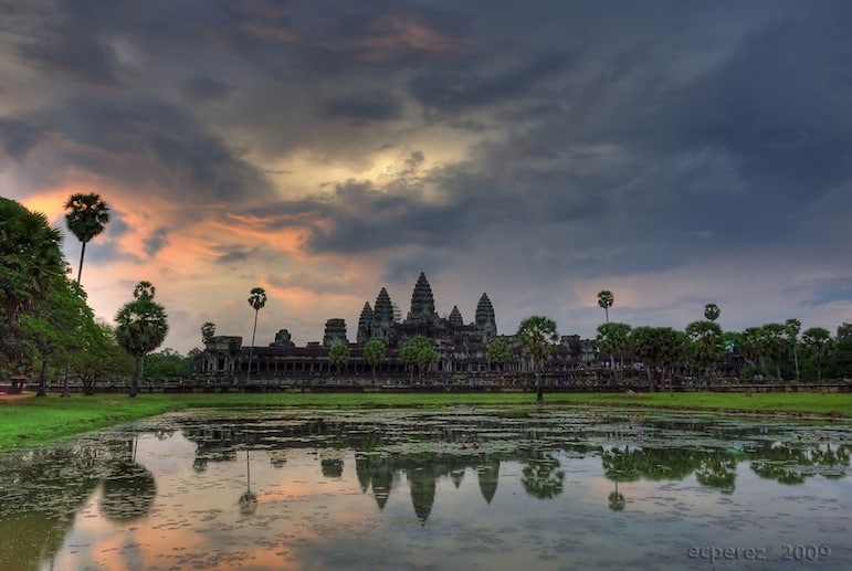 Red sky over Angkor Wat | pic: ecperez