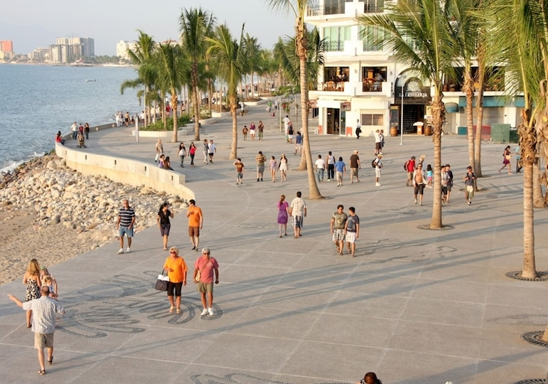 How to travel to Puerto Vallarta - The Malecon