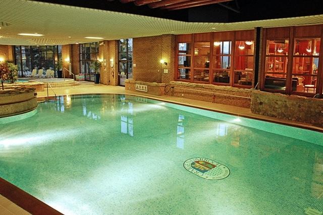 Swimming pool at Hilton Craigendarroch