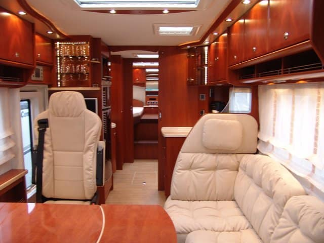 Can motorhomes and caravans be posh radio 39 s pr4l gives - Interni camper di lusso ...