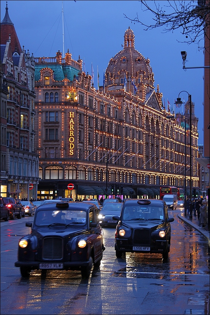 Places to go in London - Harrods