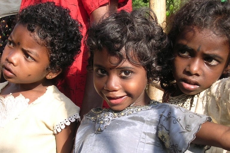Meet local people when you travel - girls in Kerala