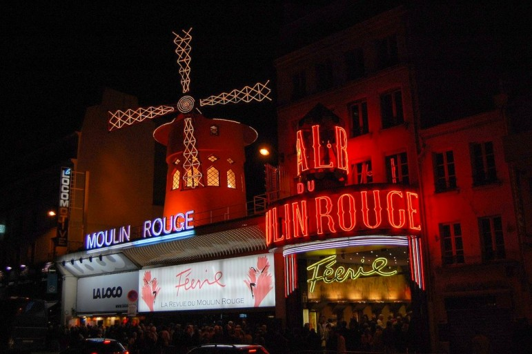 Places to go in Paris - the world-famous Moulin Rouge