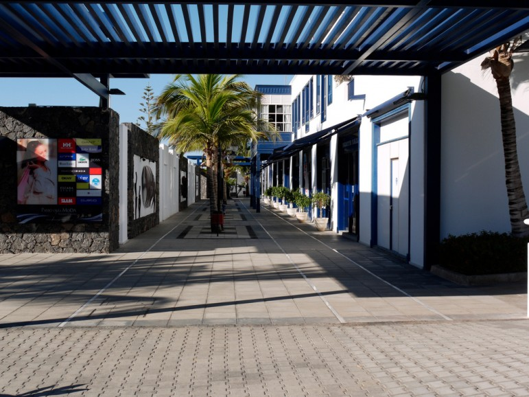 Shopping in Puerto Calero. Pic: M15U