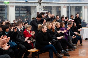 Food in Italy - the gathered crowd at the zampone event