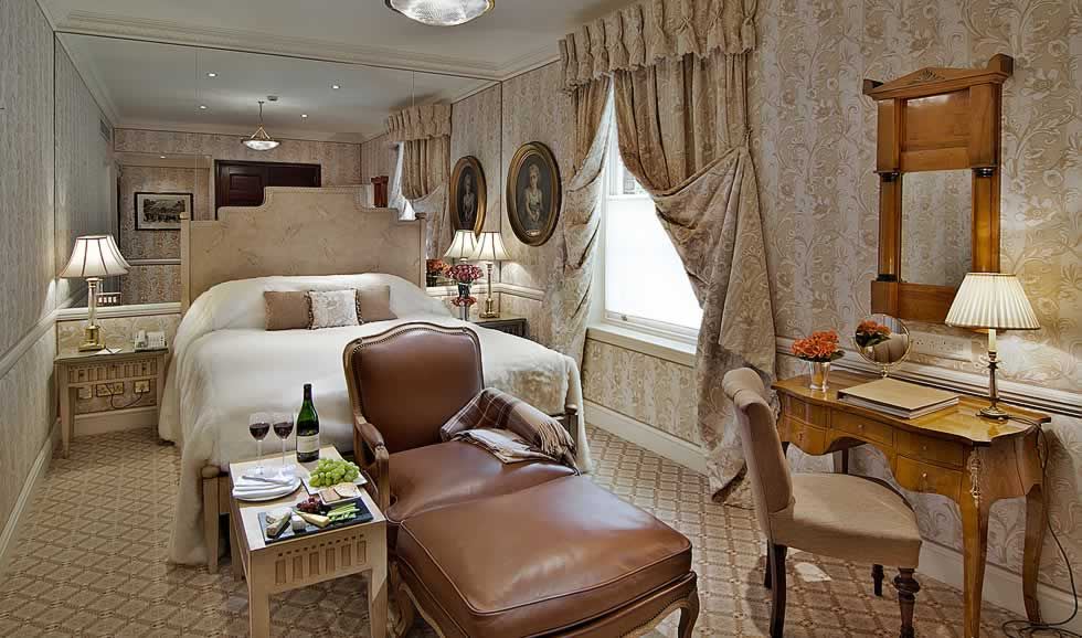 Places to stay in London - Deluxe Queen at Egerton House Hotel