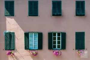 Things to do in Tuscany - apartments viewed from Lucca's city walls