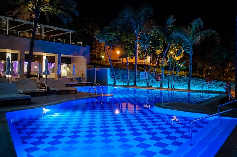 Amàre Club pool by moonlight, Hotel Fuerte Miramar