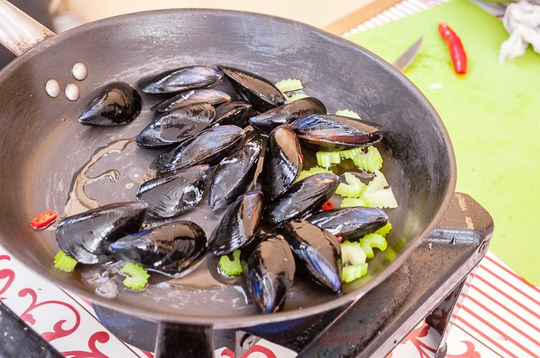 Traditional Greek recipes - mussels with saffron