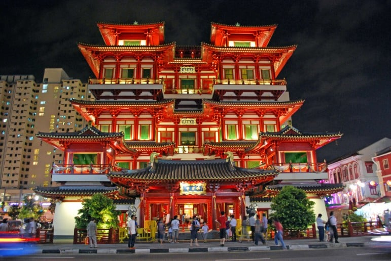 Places to go in Singapore - The Buddha Tooth Relic Temple and Musuem in Chinatown | pic: Ryan Custodio