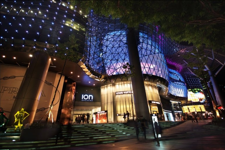 ION Orchard, one of the most popular shopping malls in Singapore - Photo by William Cho