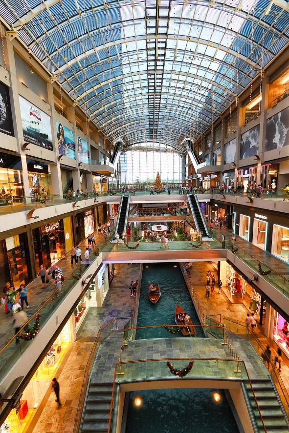 Visitors can enjoy sampan rides at The Shoppes, Marina Bay Sands | pic: Zhang Wenjie