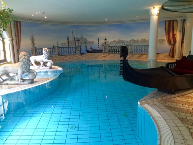 Spas in Austria - the swimming pool at the Das Central hotel