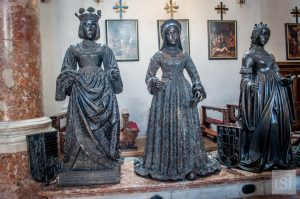 Giant bronze statues of the wifes of Emperor Maximilian I