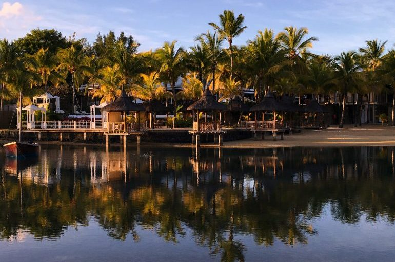 Mauritius resorts - for a romantic evening, book an evening meal at The Cove