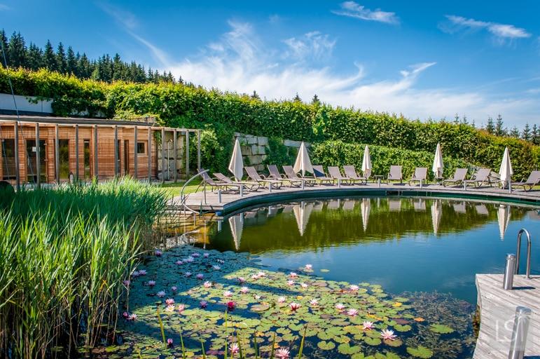 Hotel Schwarz Alm Zwettl outdoor spa area