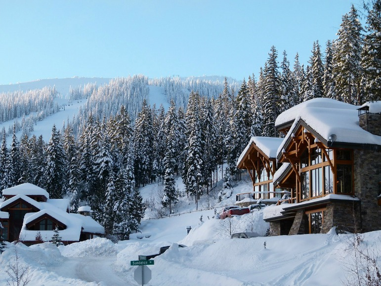 Magical Winter Escape - Canada Ski lodge
