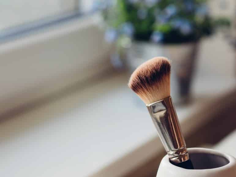 travel beauty hacks - makeup brush in pot