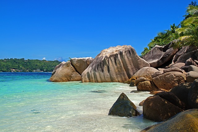 Affordable luxury travel deals - flights to the Seychelles