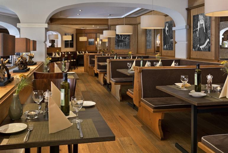 Restaurant at the Karma Bavaria Hotel | pics Elan Fleisher / elanhotelpix.com