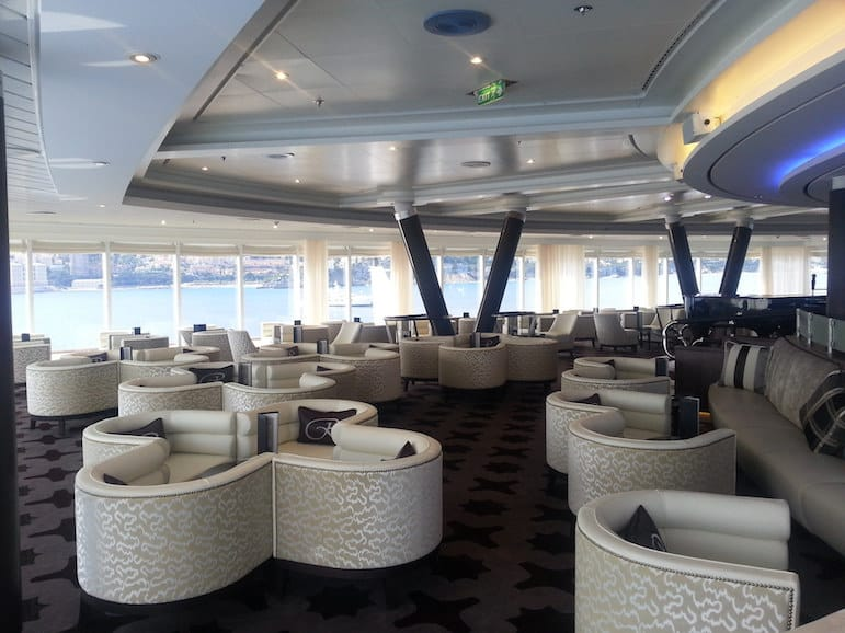 Lounge area onboard the Regent Seven Seas | Pic cruisedotco