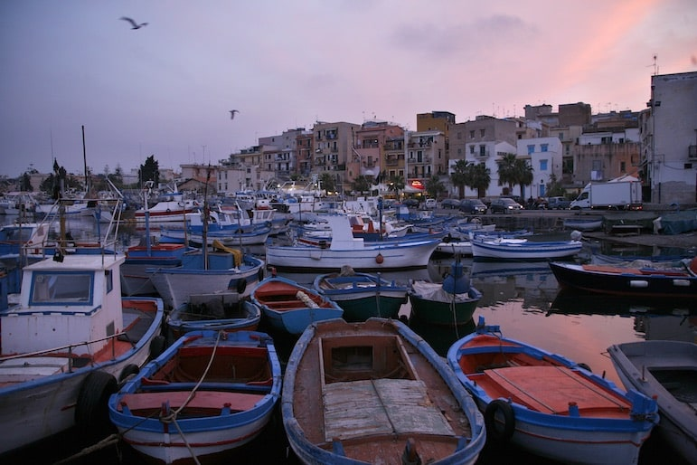 Best things to do in Sicily, see the charming harbours, perfect for a relaxing break