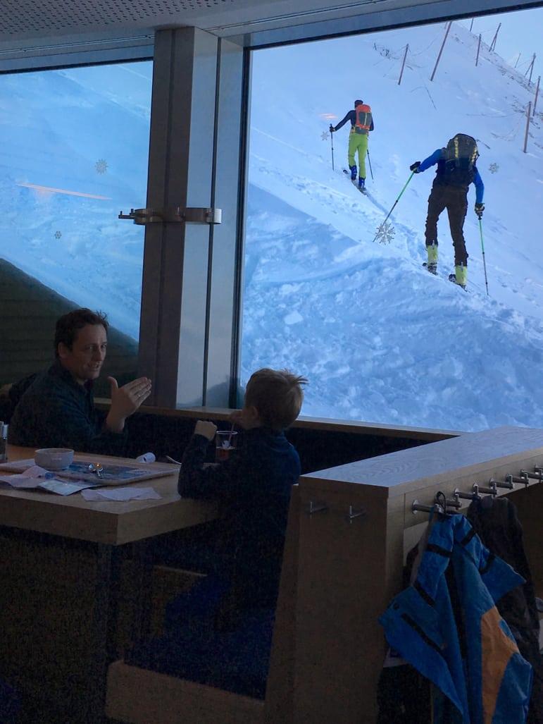 Ski tourers heading up beyond 3,000m on Kitzsteinhorn, Zell am See-Kaprun