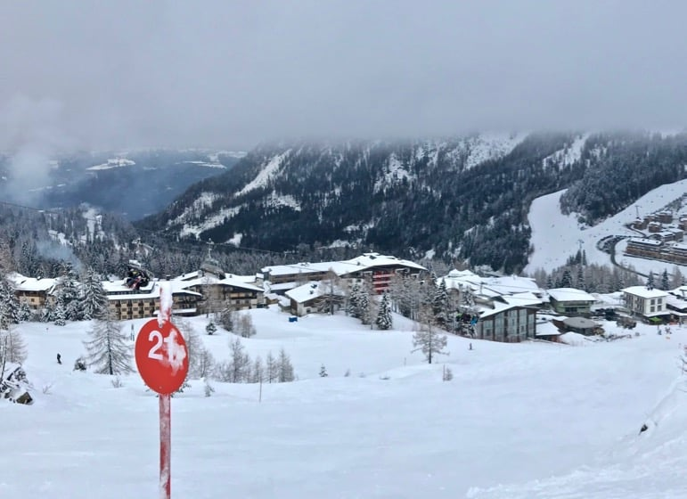 Take red 21 to Italy from Nassfeld in the Carinthia ski region