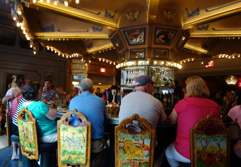 Try the Carousel Bar during your 5 days in New Orleans | Pic Allison Meier