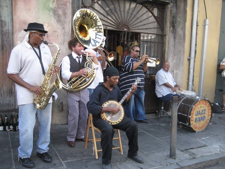 Jazz band outside Preservation Hall one of the best jazz shows in New Orleans I Pic Infrogmation