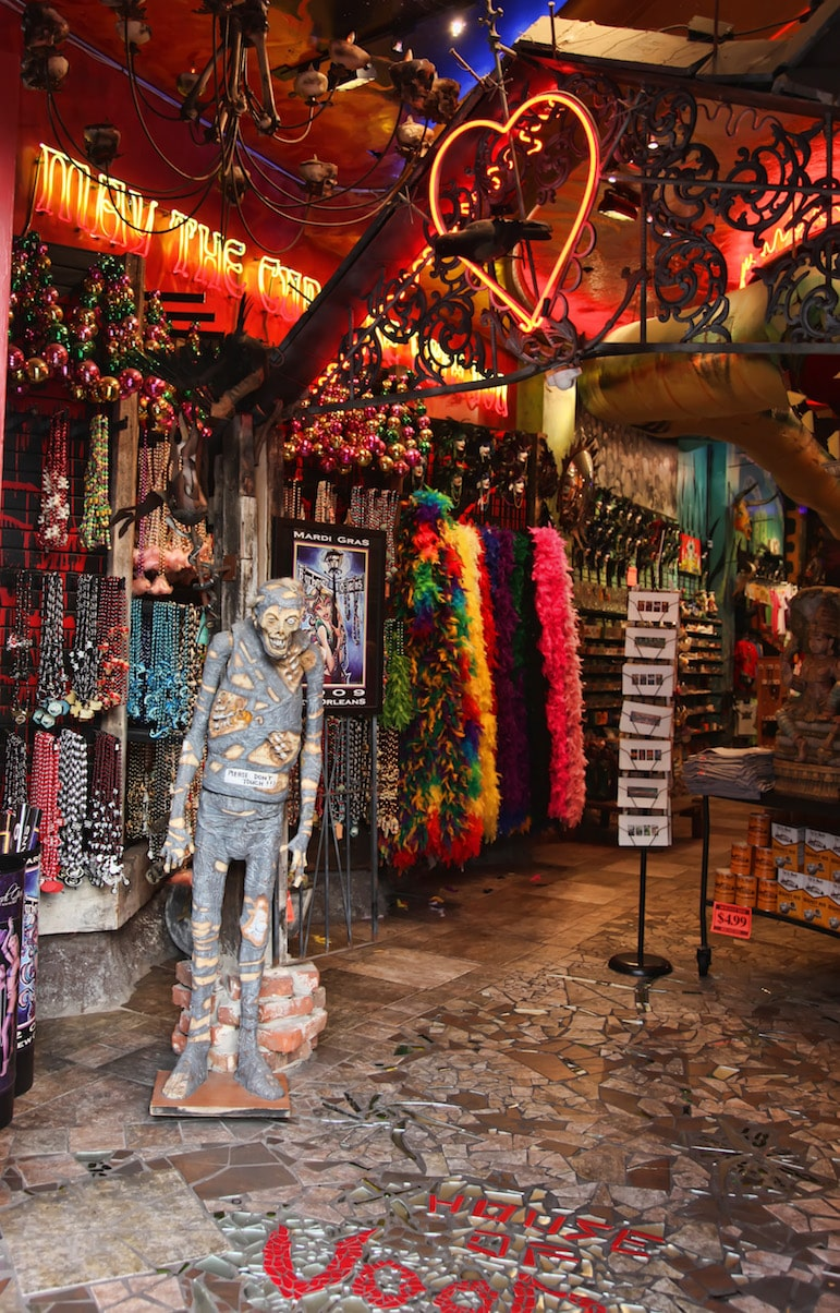 Voodoo is still practised in here as you will discover on a Cemetery and Voodoo tours New Orleans | Pic Beadmobile