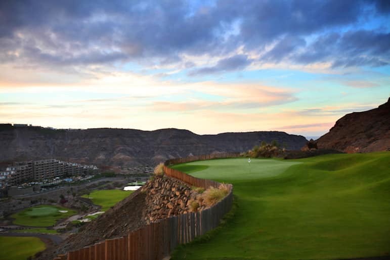Golf courses in Gran Canaria, the perfect spot to tee off, with stunning views across the island with rugged mountain backdrops