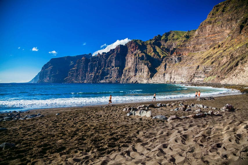 Los Guios Beach in Los Gigantes is rarely crowded and has incredible views of the Giants. It is a lovely place to sit and watch the waves roll onto the sand