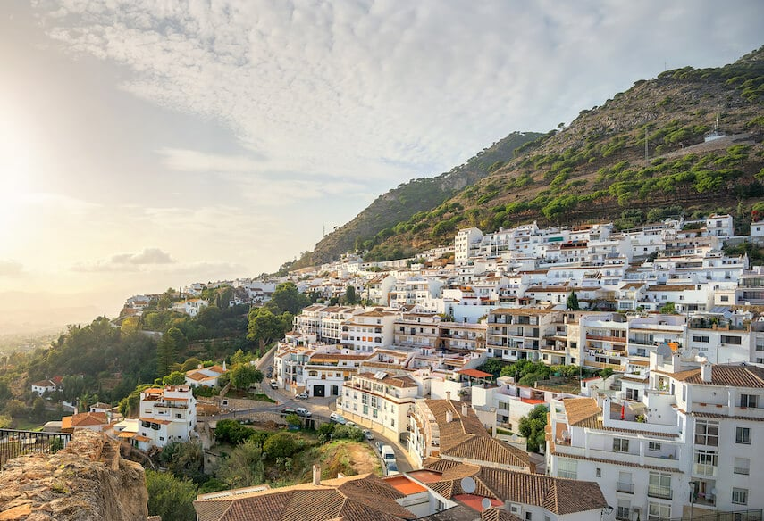 One of the prettiest of the Spanish pueblo blancos or White Towns, Pueblo Mijas, is situated in the foothills of the Sierra de Mijas Mountains