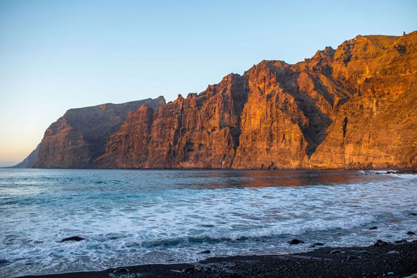 The impressive Acantilados de los Gigantes are one of Tenerife's most attractive attractions. These huge cliffs rise out of the ocean and make for a rather spectacular sight