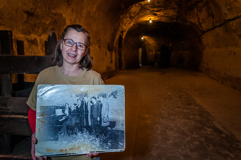 Guide with picture in Wabasha Cave